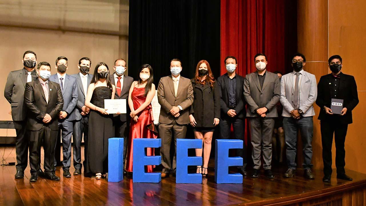 Rama IEEE de la sede Cuenca durante la celebración de su XV Aniversario